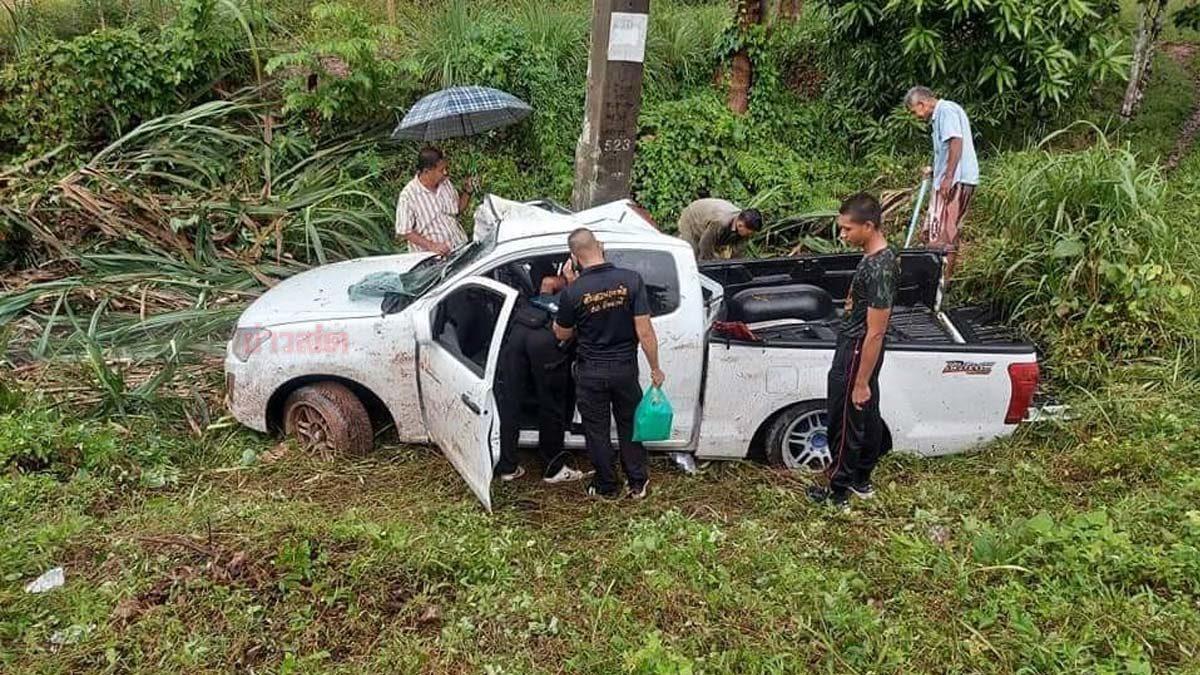 ผู้หมู่ขับกระบะเสียหลัก ชนเสาไฟฟ้าเสียชีวิต เพื่อนตำรวจเจ็บอีก 3 นาย