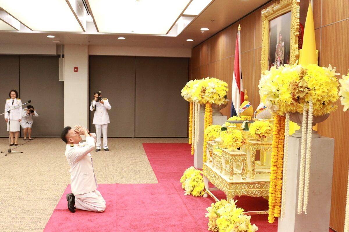 'สมพงษ์' เข้าพิธีรับพระบรมราชโองการโปรดเกล้าฯ แต่งตั้งผู้นำฝ่ายค้าน หวังหวนคืนเป็นรัฐบาล
