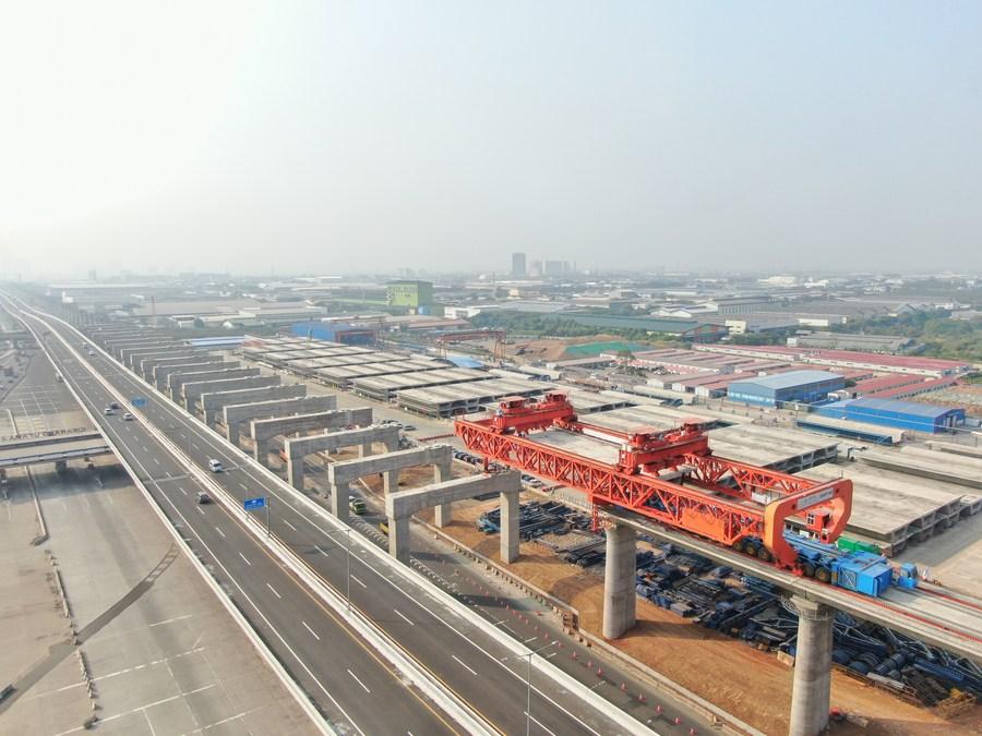 อินโดฯ รับมอบ 'รางรถไฟ' ชุดแรกจากจีน ในโครงการ 'รถไฟความเร็วสูงจาการ์ตา-บันดุง'