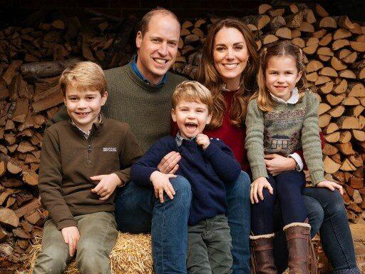 ส่งความสุข! เจ้าชายวิลเลียม แห่งราชวงศ์อังกฤษ มอบการ์ดรูปครอบครัวสุดอบอุ่น เป็นของขวัญคริสมาสต์