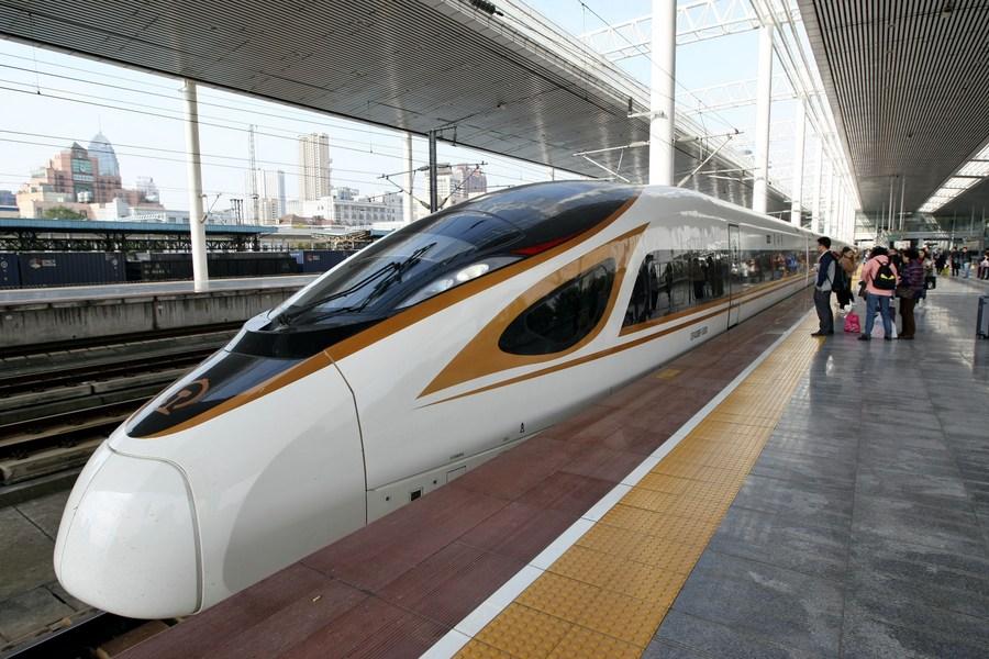 จีนเตรียมส่ง 'รถไฟหัวกระสุน' รุ่นใหม่ เชื่อมหลายเมือง วิ่งฉิว 250 กม./ชม.