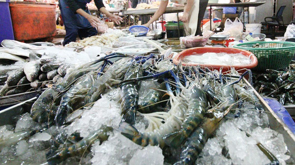 ด่วน! สสจ.อุตรดิตถ์ยืนยันแล้ว ผลตรวจแม่ค้าอาหารทะเลเป็นบวก ติดโควิด 1 ราย
