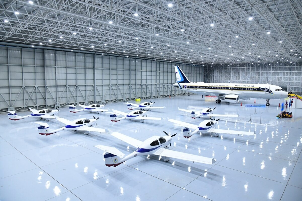 ทอ.บรรจุประจำการ เครื่องบินลำเลียงแบบที่ 15 ก-เครื่องบินฝึกแบบที่ 21 จำนวน 8 เครื่อง