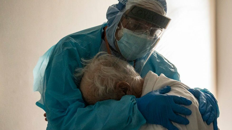 โควิด-19: หลายเหตุผลที่ทำให้ปีแห่งไวรัสโคโรนาสายพันธุ์ใหม่ไม่ใช่ปีที่เลวร้ายที่สุดที่มนุษย์เคยเจอ