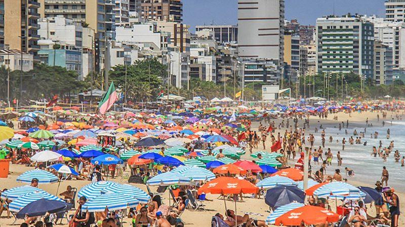 """ไม่แคร์โควิด! บราซิลเมินแมสก์-แห่เที่ยว """"แน่นหาด"""" ทั้งที่ป่วยพุ่ง 7.3 ล้านคน (คลิป)"""
