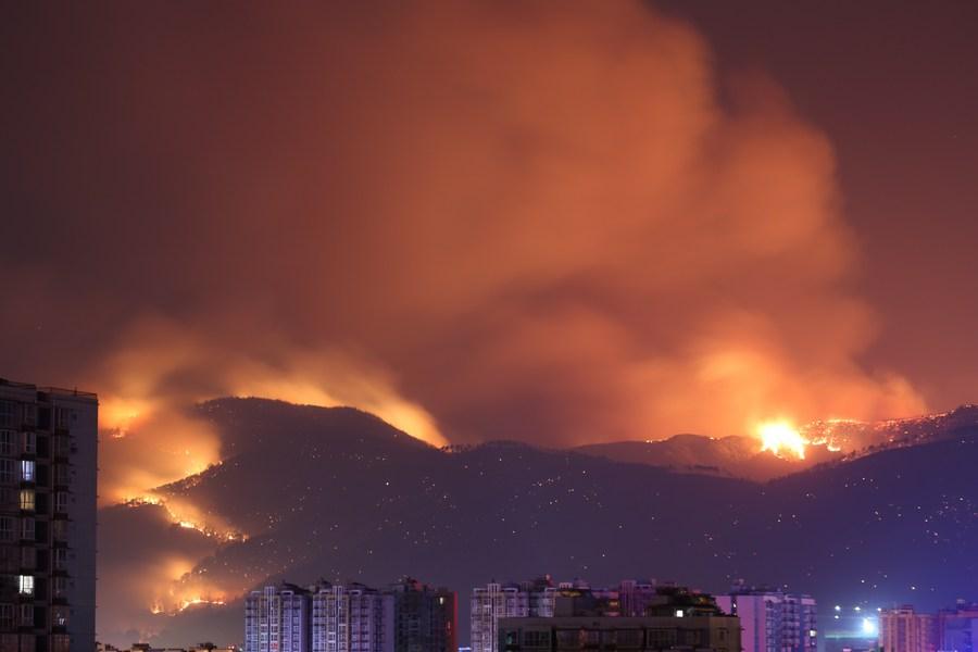 จีนชำแหละคดีไฟป่าคร่า 19 ชีวิต พบอุบัติเหตุจากแรงลมทำ 'ไฟดับ' จุดชนวนไฟป่า
