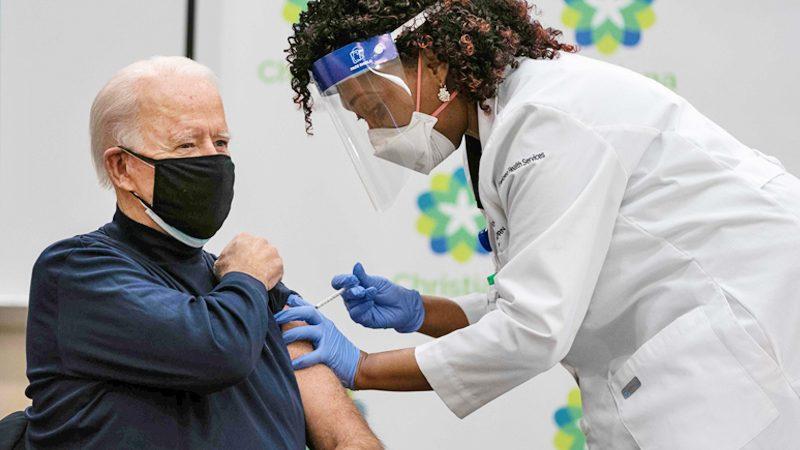 """โจ ไบเดน โชว์ชิลฉีด """"วัคซีนโควิด"""" ชื่นชมรบ.ทรัมป์ผลักดันวาร์ปสปีด (คลิป)"""