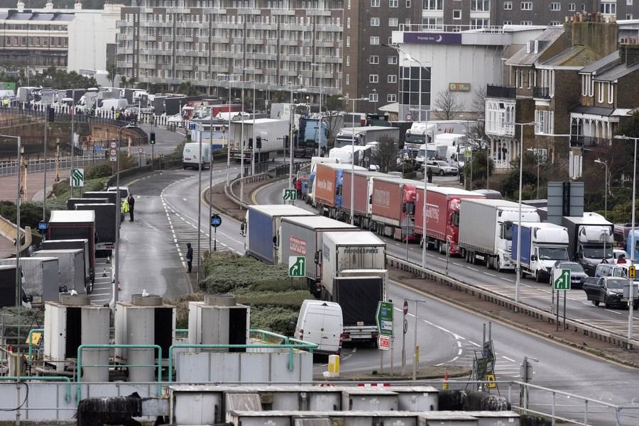อังกฤษบรรลุข้อตกลงเปิดชายแดนฝรั่งเศส ปล่อยรถบรรทุกคั่งค้างเกือบ 3 พันคัน