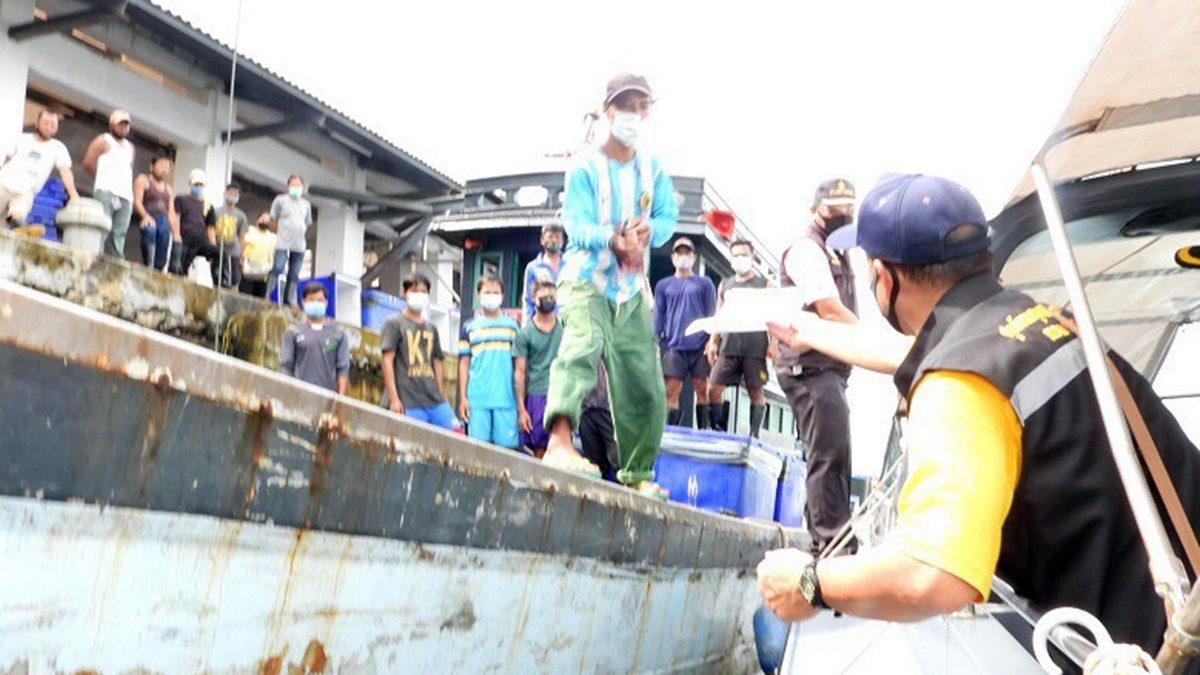 สกัดห้ามเข้าทะเลระนอง! 'ศรชล.'- ทัพเรือภาค3 ตรวจเข้มต่างด้าวหนีเข้าไทยตลอด 24 ชั่วโมง