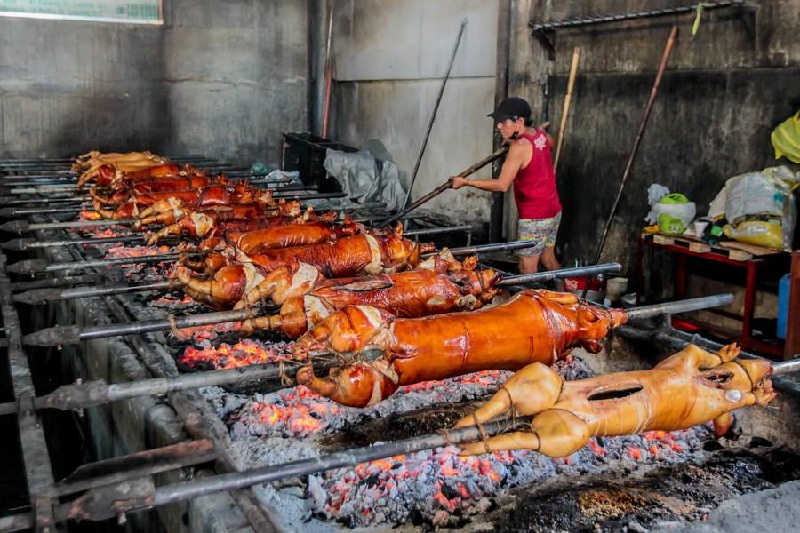 กิจการ 'หมูย่าง' ในฟิลิปปินส์เร่งผลิตต้อนรับคริสต์มาส