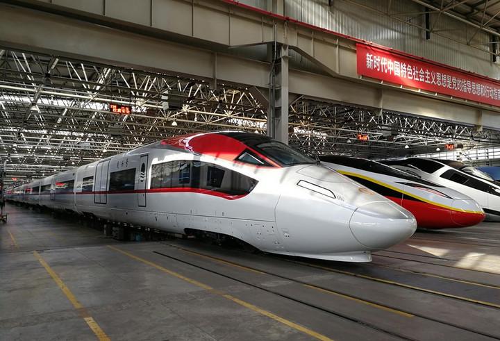 จีนอวดโฉม 'รถไฟสินค้าความเร็วสูง' รุ่นแรกของโลก วิ่ง 350 กม./ชม.