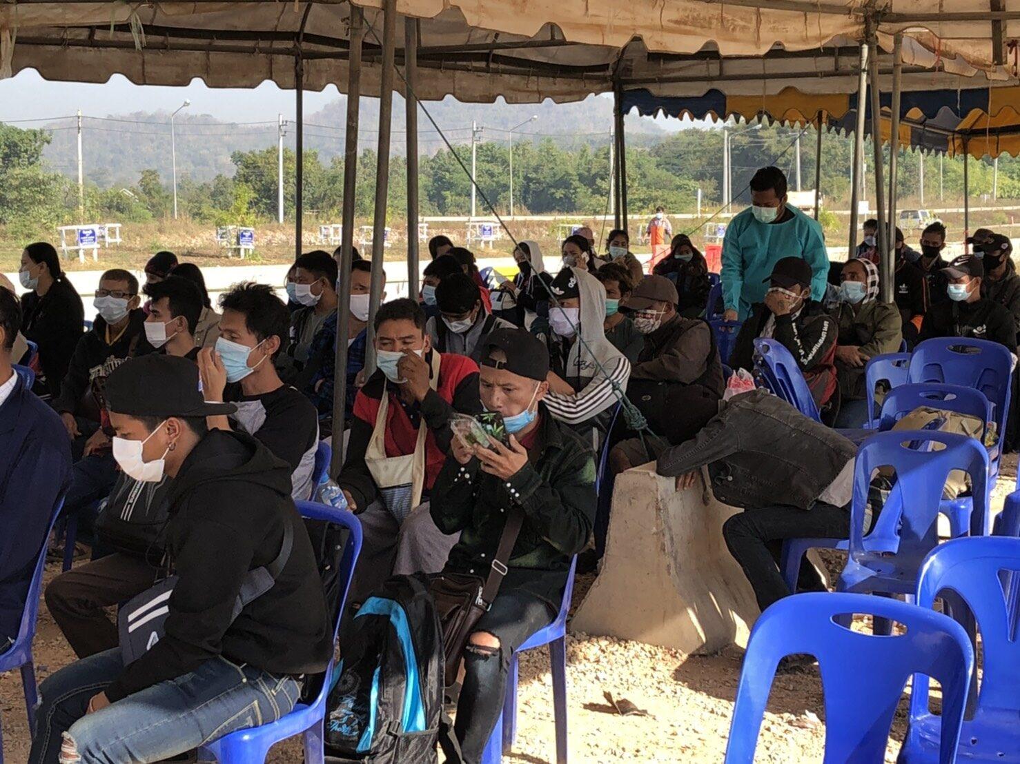 'พม่า' เข้มกักตัว 21 วัน แรงงานพม่าในไทยกว่า 200 คน แห่กลับภูมิลำเนา หนีโควิด-19