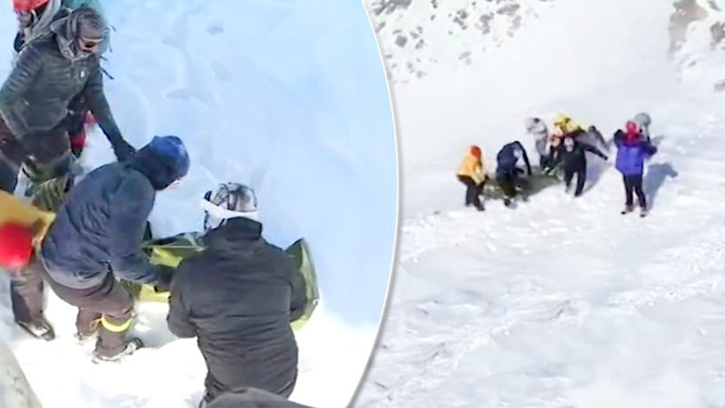 """สลดนักปีนเขาสังเวย """"หิมะถล่ม"""" แล้ว 10 ศพ กู้ภัยเร่งค้นหา-ยังสูญหายอื้อ!"""