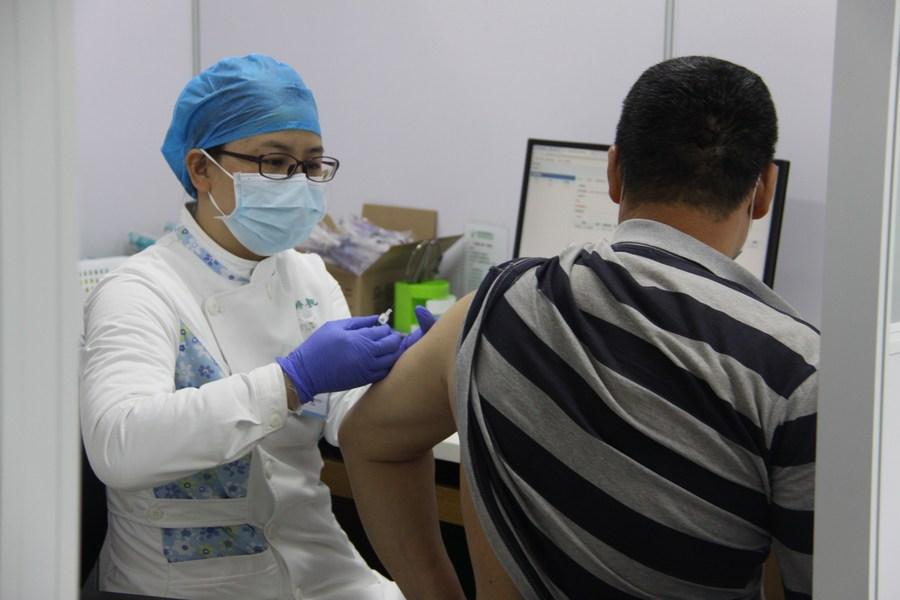 'กวางตุ้ง' ฉีดวัคซีนโควิด-19 ให้ประชาชนแล้ว 1.2 ล้านคน