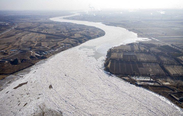 แม่น้ำเหลืองเป็นน้ำแข็ง มหึมา 800 ก.ม. หวั่นปรากฏการณ์หลากท่วมหนัก