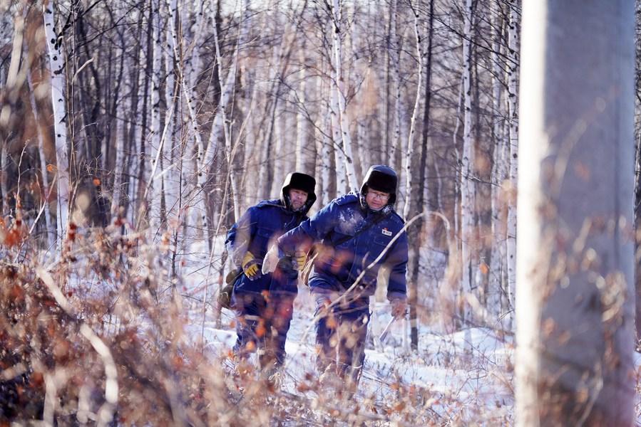 ทัพมดงานจีนย่ำหิมะตรวจสอบสายไฟ แม้หนาวติดลบ 30 องศา