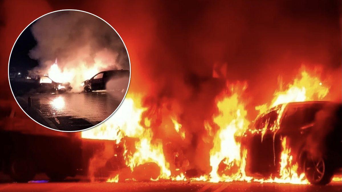 เก๋งประสานงารถสองแถว ไฟลุกท่วมพังยับ คนในรถหนีตาย เจ็บ 3