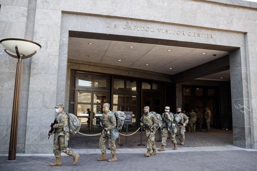 กองกำลังพิทักษ์มาตุภูมิสหรัฐฯ ขนทหารเฝ้าอาคารรัฐสภา