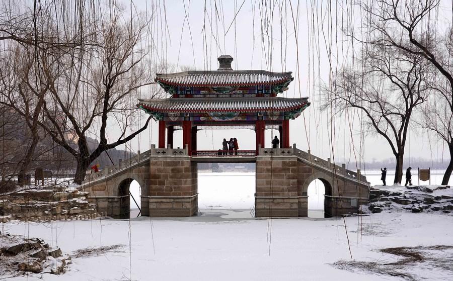 'พระราชวังฤดูร้อน' ในปักกิ่ง ต้องมนต์หิมะยามฤดูหนาว