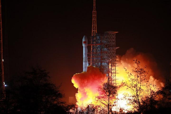 จีนส่ง 'ดาวเทียมสื่อสารดวงใหม่' สู่ห้วงอวกาศ