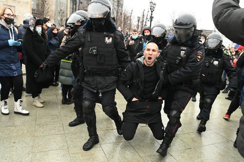 รัสเซียรวบกว่า 200 คน หลังรวมตัวประท้วง เรียกร้องปล่อยตัวอริปูติน