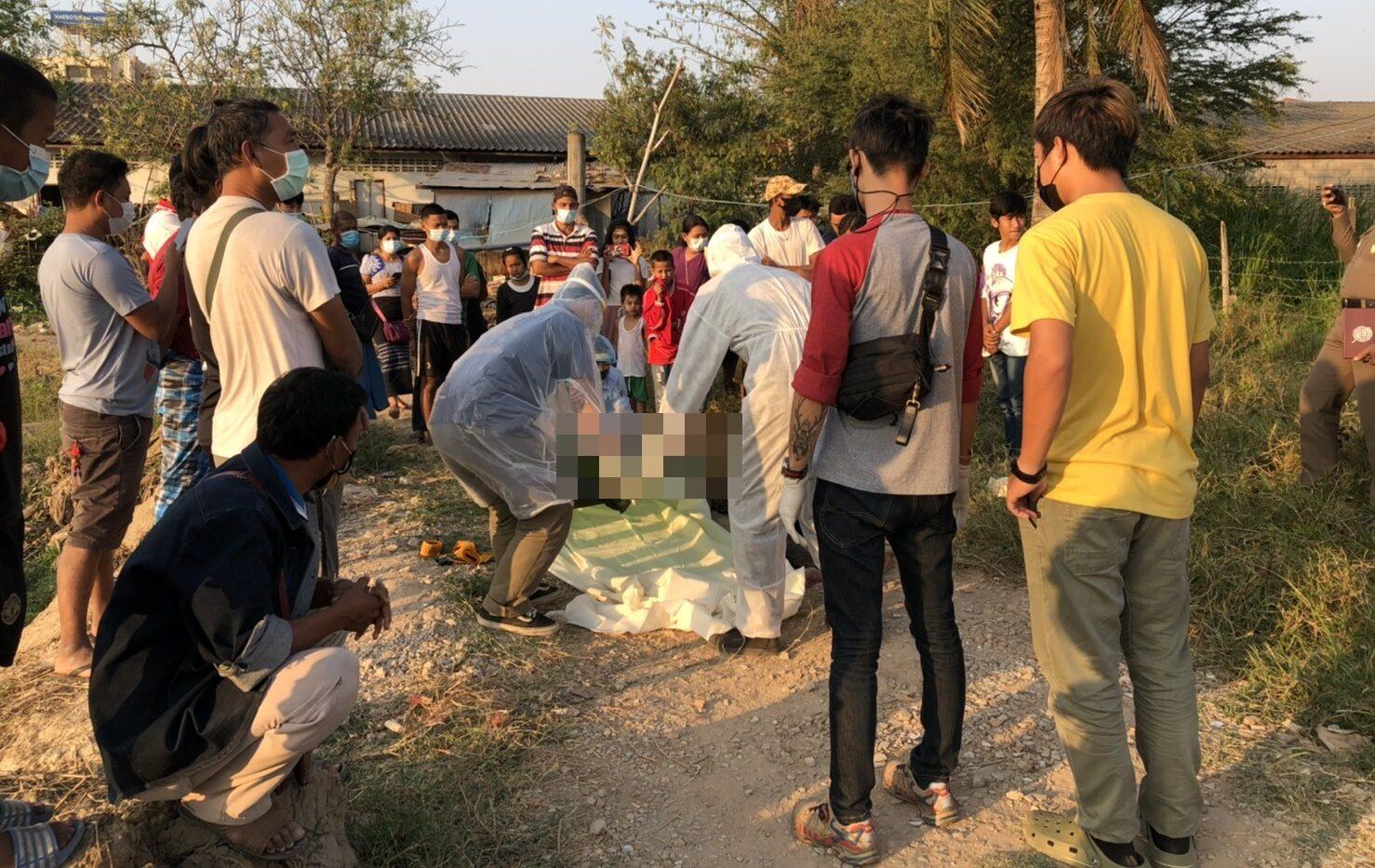 ชาวพม่าทะเลาะกันในวงเหล้า แทงดับ 1 เจ็บ 1 คนร้ายหนีซ่อนตัวในบ้าน แม่ทนไม่ไหวพาตำรวจไปจับ