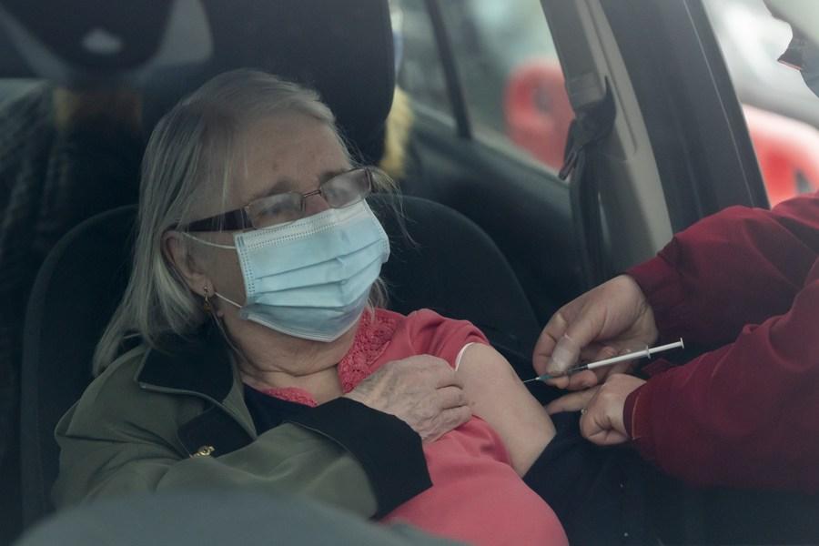 สหราชอาณาจักรเผยจะไฟเขียว 'วัคซีนปรับแต่ง' สู้โควิด-19 กลายพันธุ์