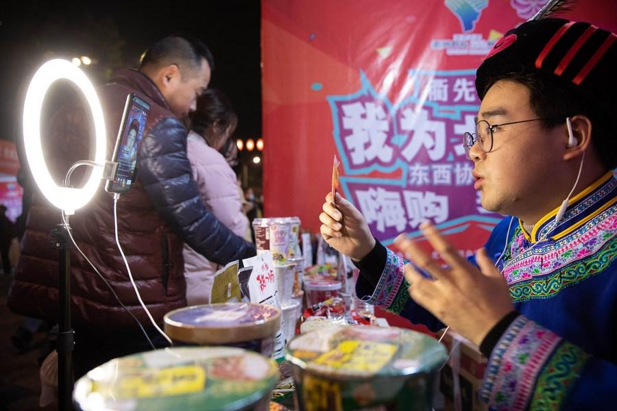 'ค้าปลีกออนไลน์' ในอำเภอยากไร้ 832 แห่งของจีนโต 26%