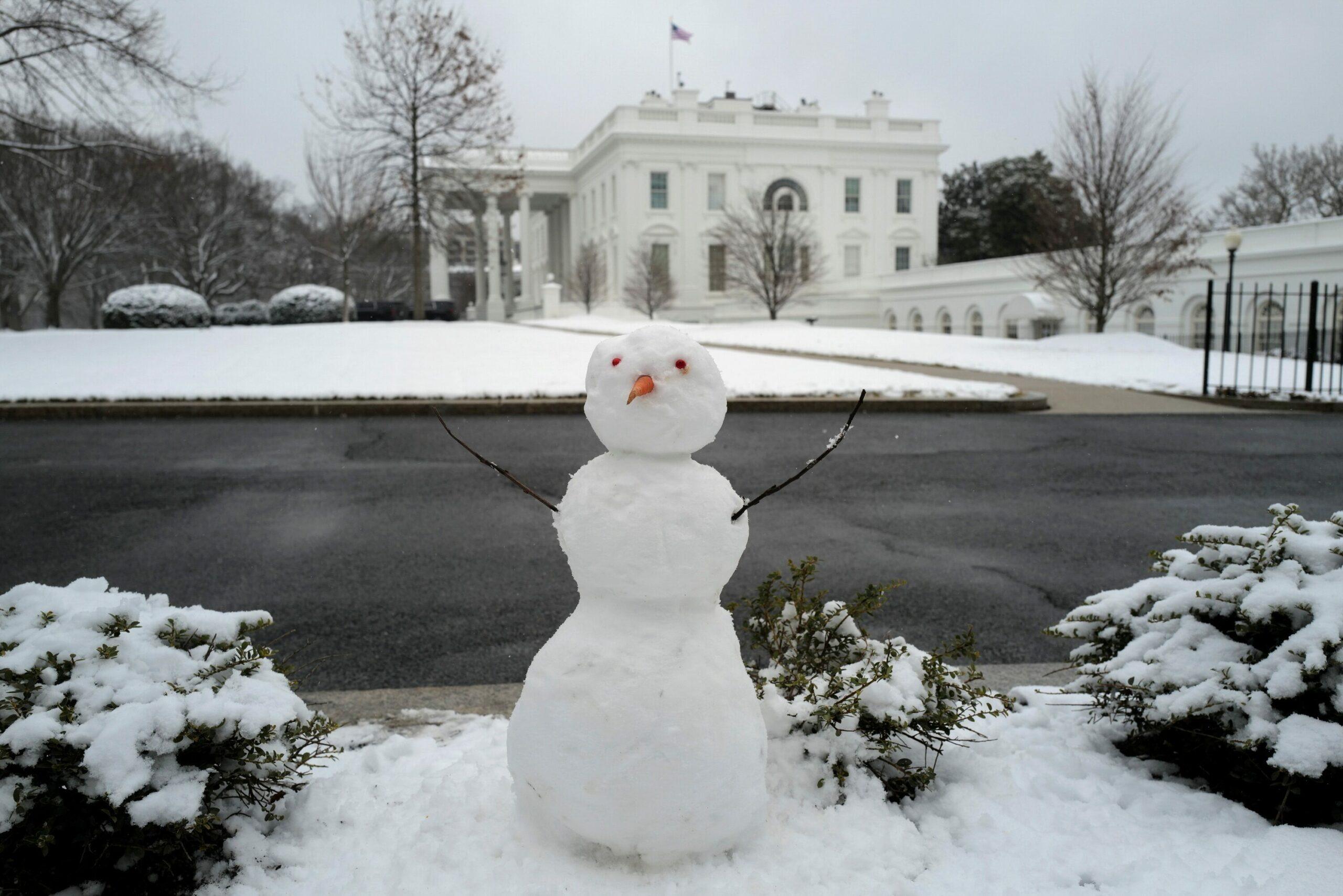 มะกันเตือนภัย หิมะถล่มหนักชายฝั่งตะวันออก คาดสูงกว่า 45-60 ซม.