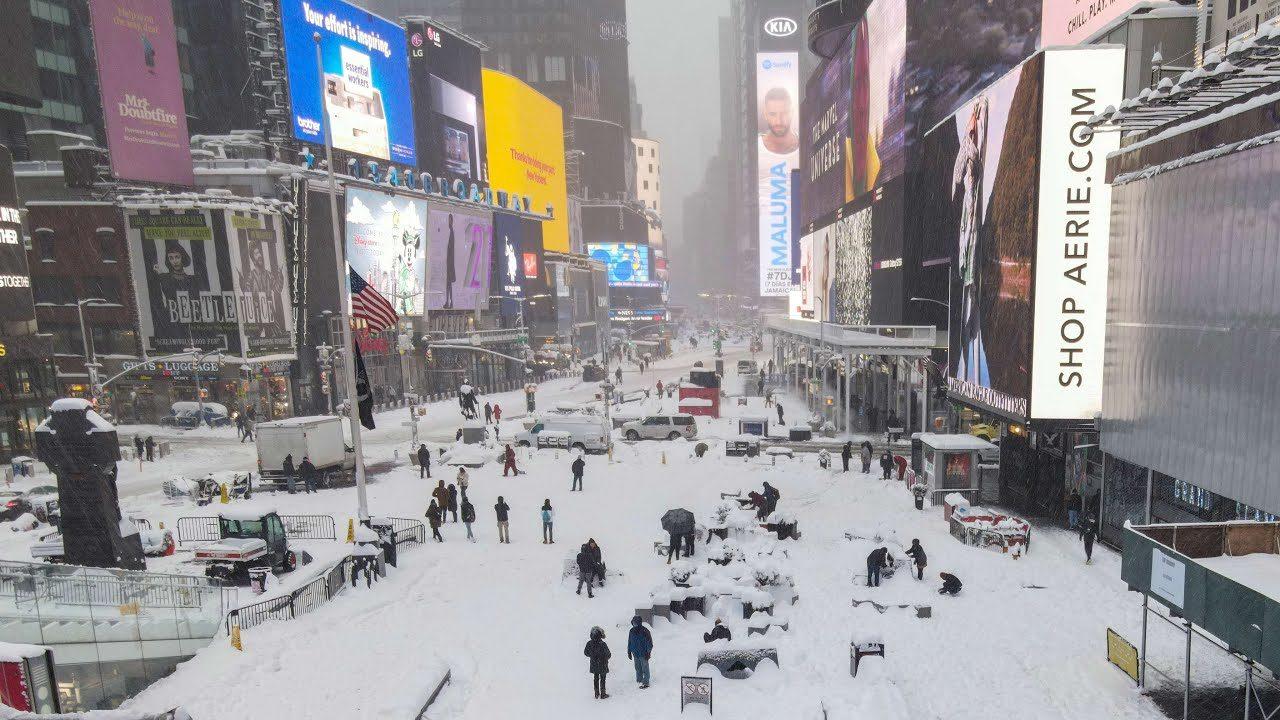 พายุหิมะพัดถล่มชายฝั่งตะวันออกสหรัฐ หิมะตกหนาเกือบ 50 เซนติเมตร