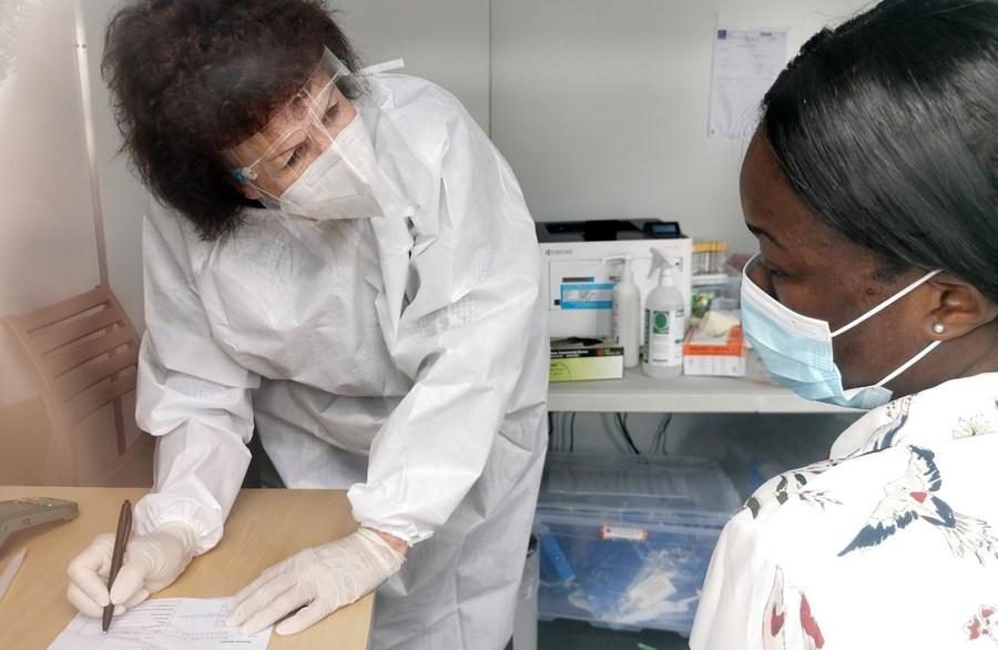 แอฟริกาใต้รับมอบ 'วัคซีนโควิด-19' จากอินเดีย 1 ล้านโดส
