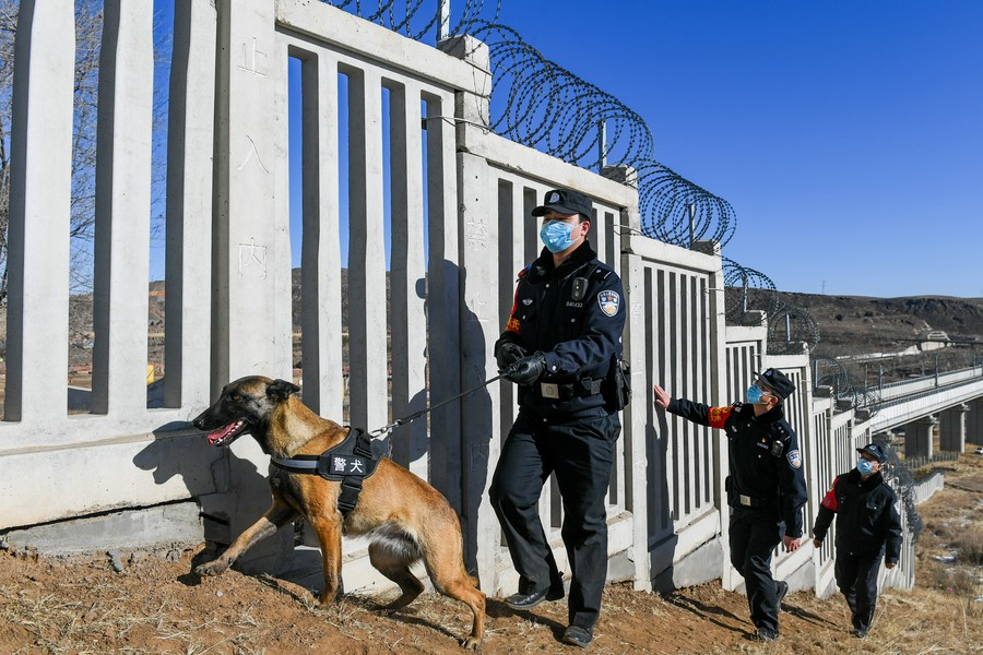 มุ่งมั่น! ตำรวจฮูฮอตลงพื้นที่ลาดตระเวน 'ทางม้าเหล็กเร็วสูง'