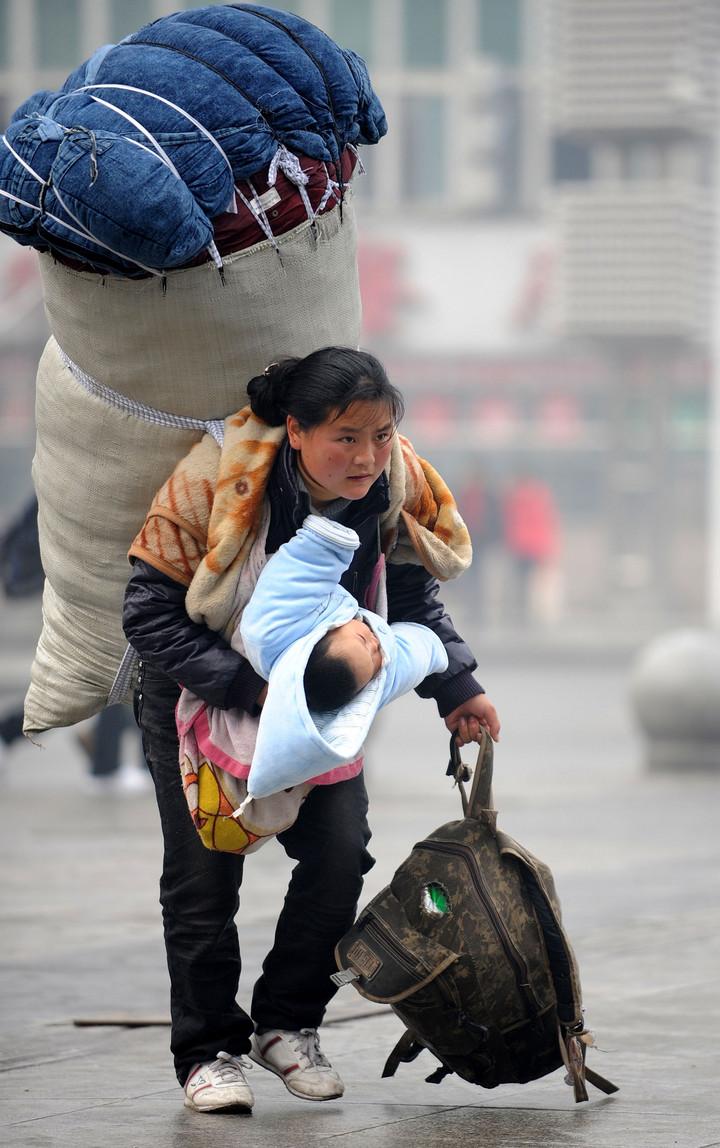 หนึ่งภาพทรงพลังไร้กาลเวลา เล่าชีวิตหญิงแรงงานต่างถิ่นในจีน