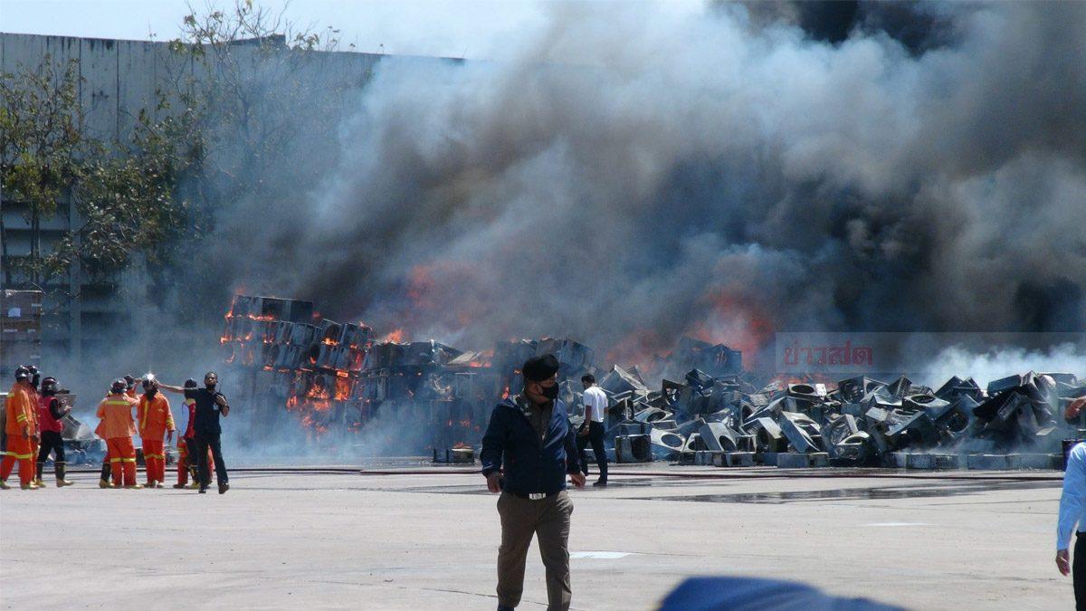 ระดมรถน้ำ 28 คัน! เหตุเพลิงไหม้สินค้า กลางโรงงาน เสียหายหลายล้าน
