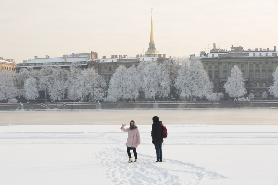 แม่น้ำเนวา เย็นยะเยือก ขาวโพลนในรัสเซีย