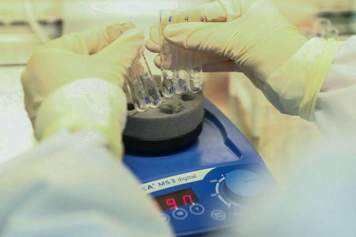 จีนลุยปราบคดี 'วัคซีนโควิด-19' หลังพบสินค้าปลอมทำจากน้ำเกลือ