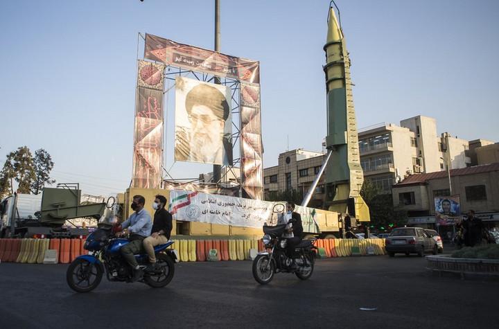 อิหร่านทดสอบ 'ขีปนาวุธอัจฉริยะ' รุ่นใหม่ ทะยานไกล 300 กม.