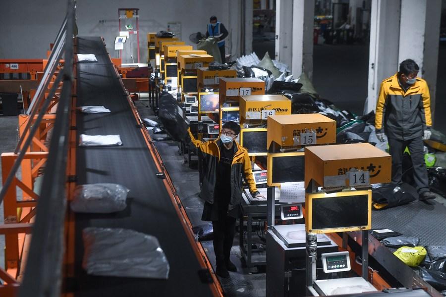 จีนเผยธุรกิจจัดส่งพัสดุ ขยายตัว 9.2% ในเดือนสิงหาคม