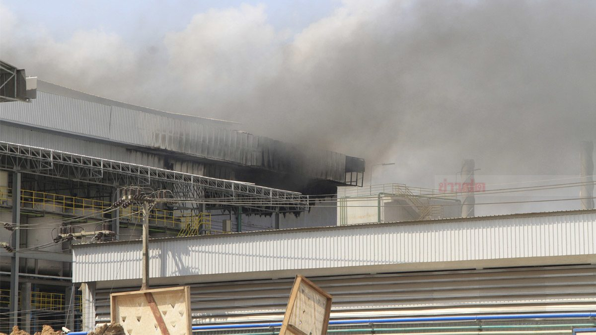 เพลิงไหม้ ภายในโรงงานผลิตถุงมือยาง เร่งระดมรถน้ำเข้าสกัดด่วน