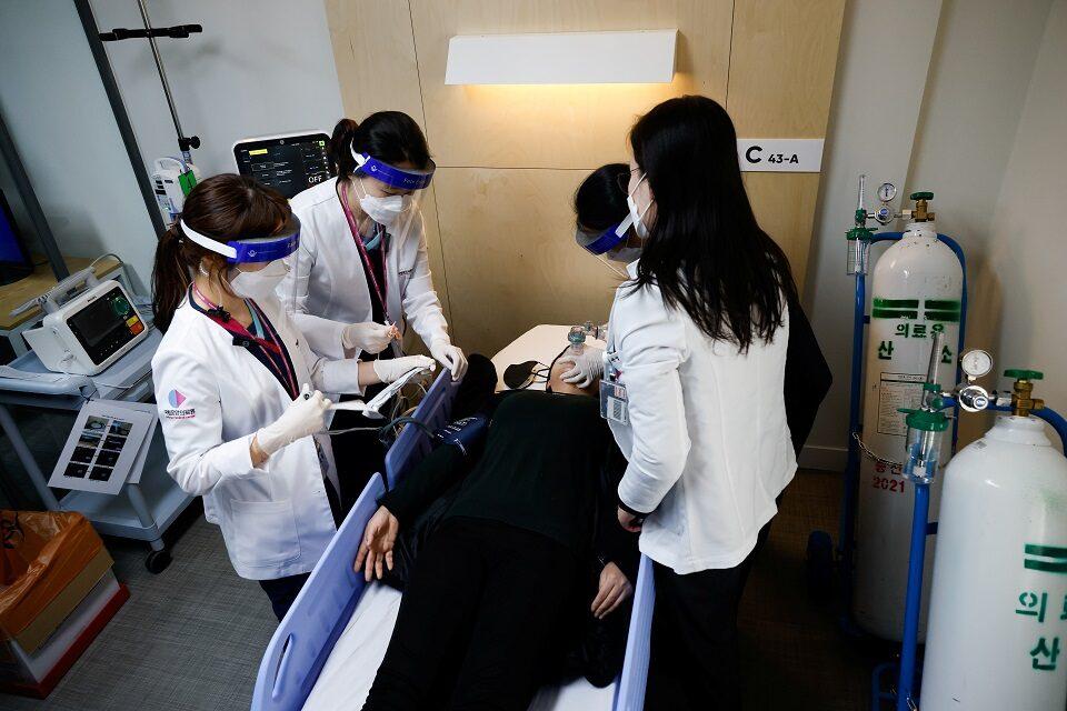 หมอเกาหลีขู่หยุดงานประท้วงต้านกม.ใหม่ หวั่นกระทบรับมือโควิด