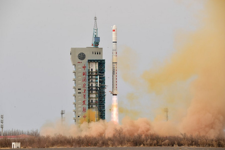 จีนส่งดาวเทียมสำรวจ 'สภาพแวดล้อมแม่เหล็กไฟฟ้า' กลุ่มใหม่