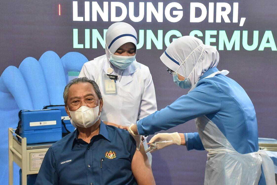 คนแรก! นายกมาเลย์ฯ ประเดิมฉีดโชว์ วัคซีนต้านโควิดของไฟเซอร์-ไบออนเทค
