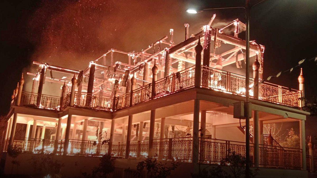 เหลือแต่ซาก! ไฟไหม้วัดห้วยโผ เผาวอดอาคารปฏิบัติธรรมไม้สักทั้งหลัง