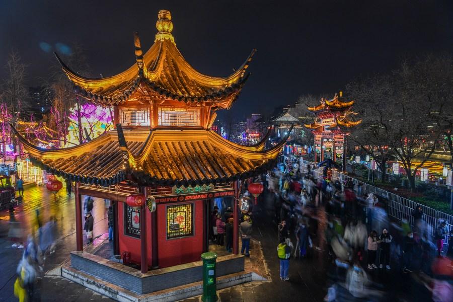 ฉลองเทศกาลโคมไฟ ย่าน 'วัดขงจื๊อ' ในเจียงซู