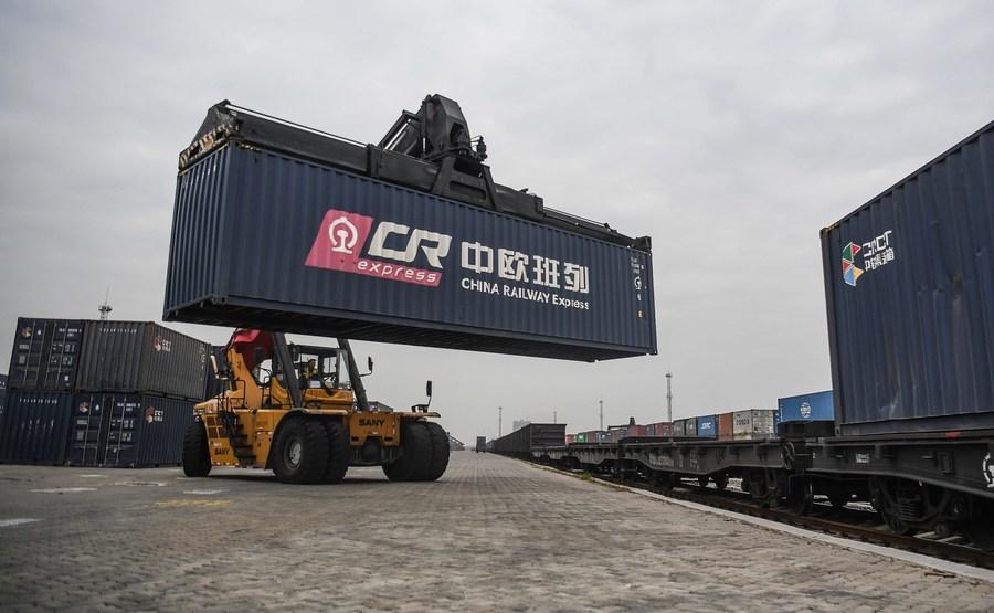 จีนเผย 'จีดีพีต่อหัว' ทะลุ 10,000 ดอลลาร์ สองปีซ้อน