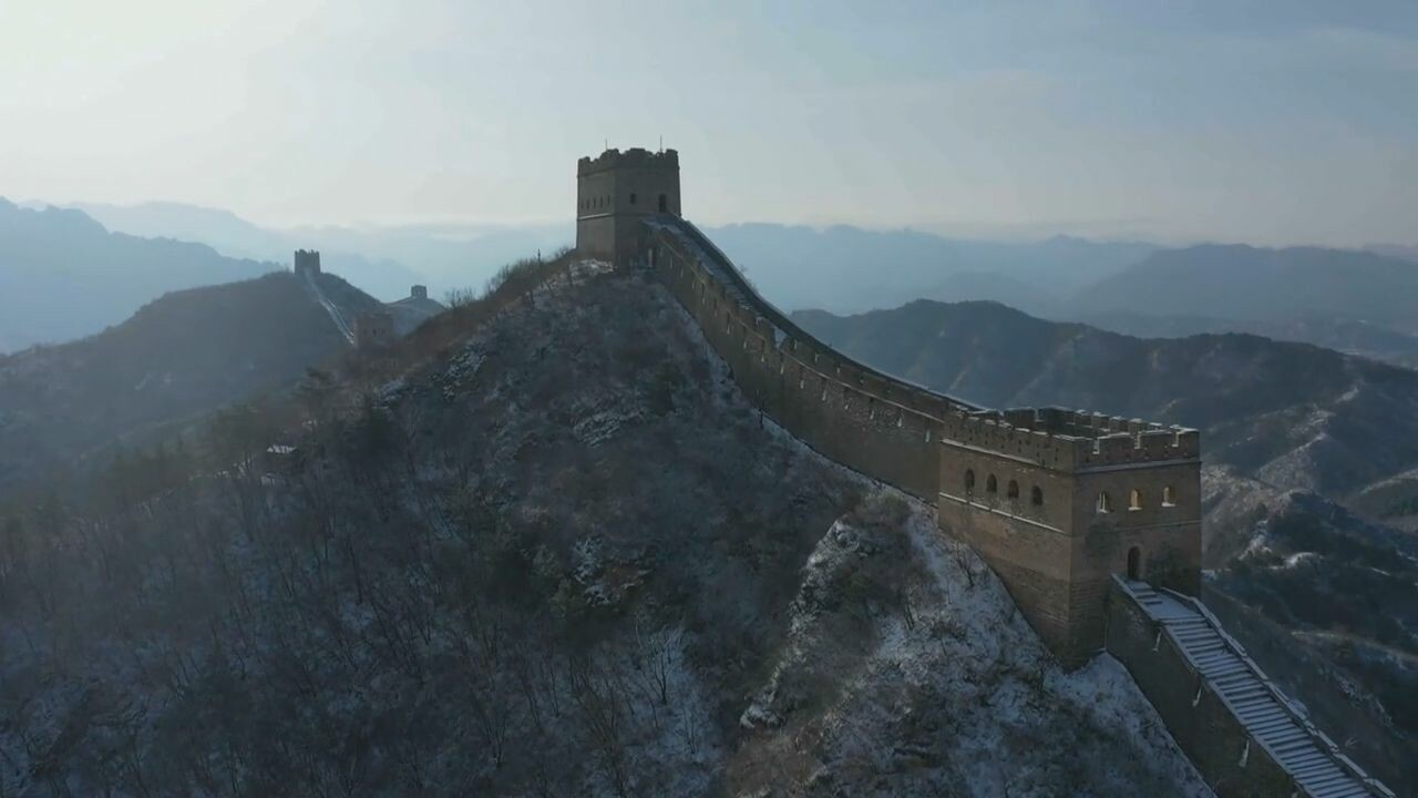 สีสันหิมะขาวแต่งแต้ม 'กำแพงเมืองจีน' ด่านจินซานหลิ่ง
