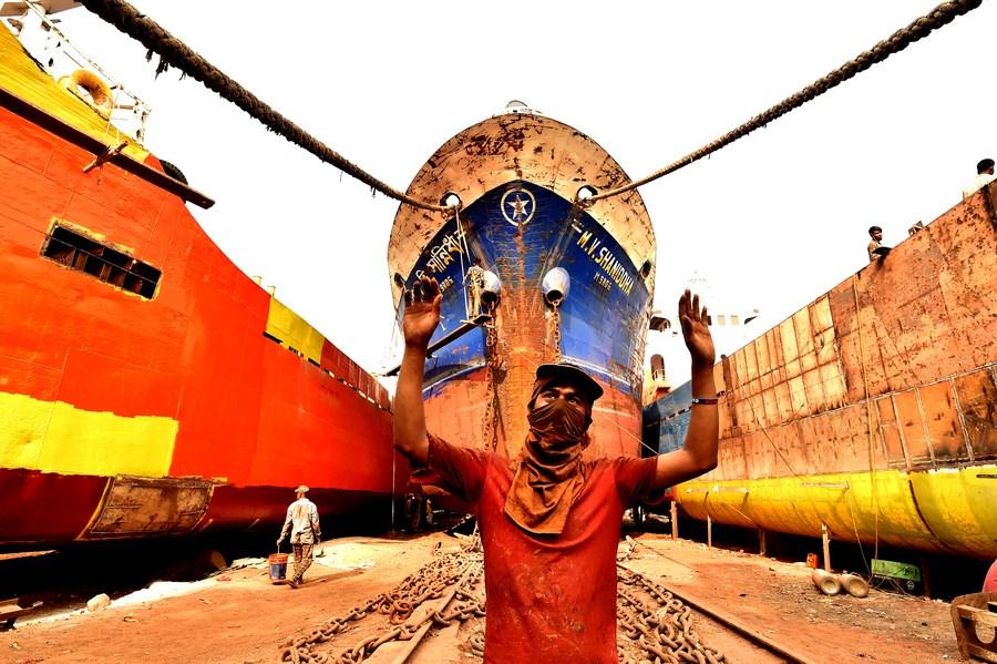 'เคอร์นิกัน' ศูนย์รวมอู่ต่อเรือและซ่อมเรือเล็กแห่งบังกลาเทศ