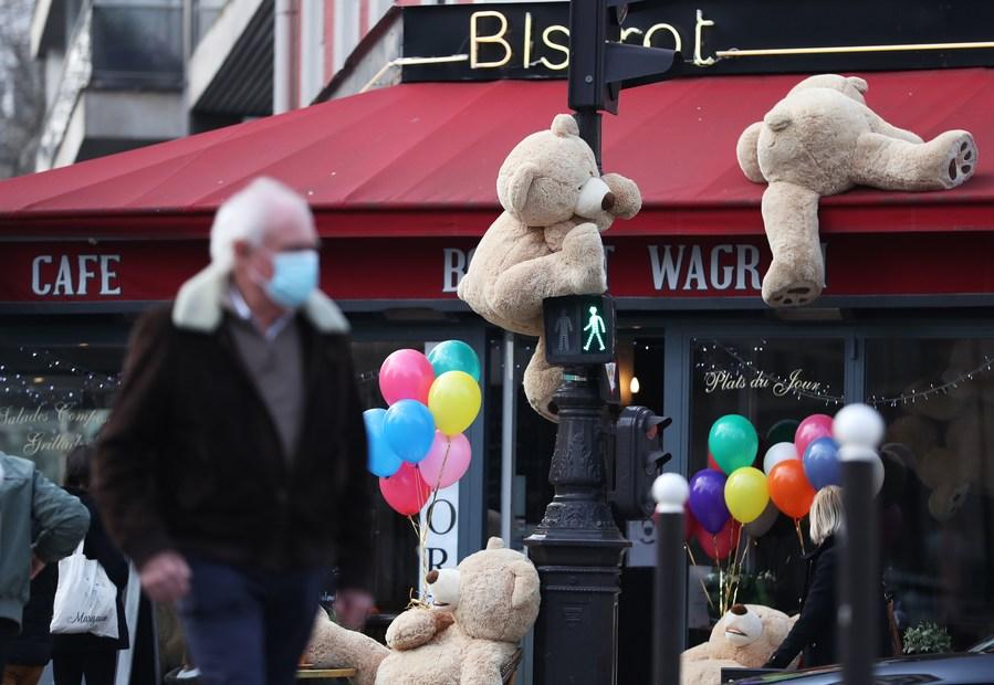 ทัพหมีใหญ่ครองคาเฟ่ปารีส เรียกรอยยิ้มยามล็อกดาวน์