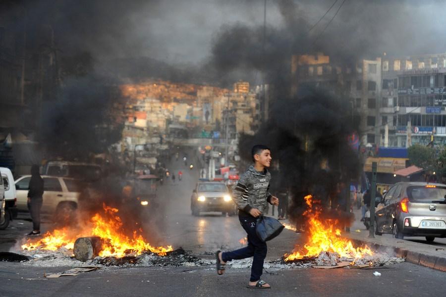 ชาวเลบานอนประท้วงค่าเงินดิ่งครั้งประวัติการณ์