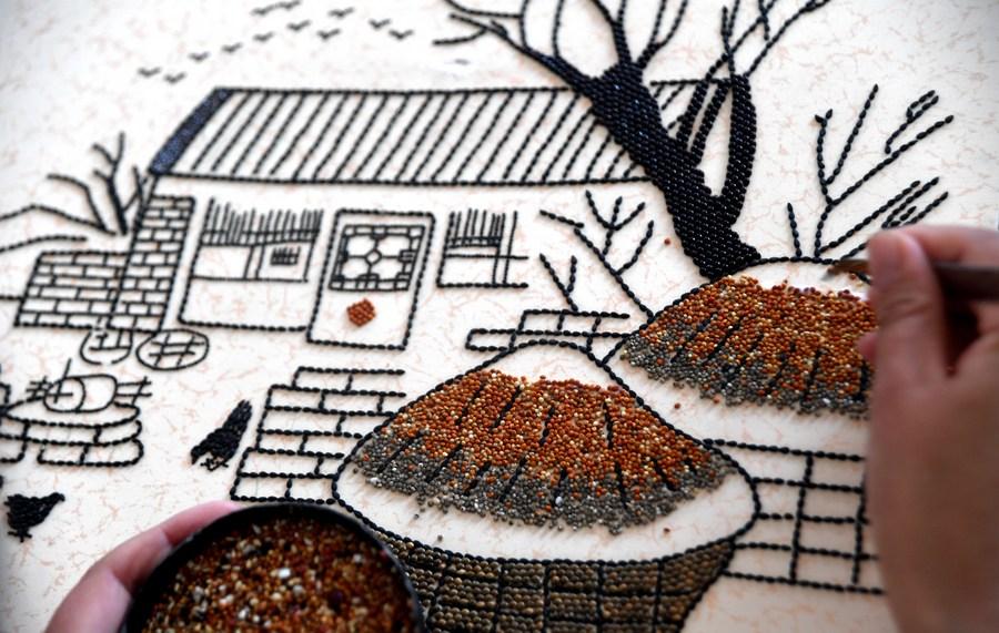 'เมล็ดพืช' จิ๋วหลิว ร้อยเรียงสู่งานศิลป์ สร้างรายได้สู่ชุมชน